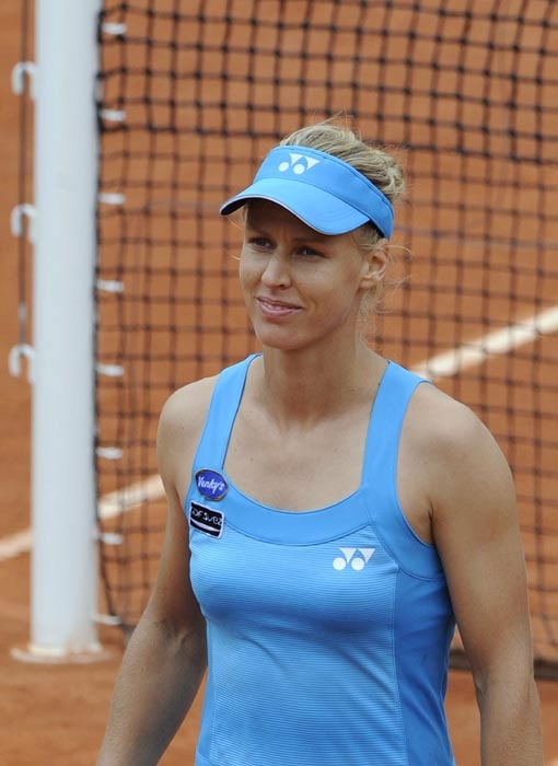Russia's Elena Dementieva smiles after winning her women's quarter-final match against compatriot Nadia Petrova in the French Open tennis championship at the Roland Garros stadium, in Paris. (AFP Photo)