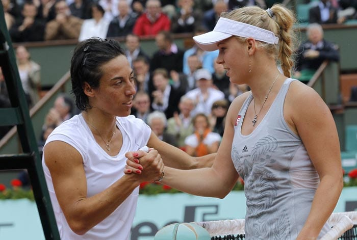 Italy's Francesca Schiavone shakes hands with Denmark's Caroline Wozniacki during their women's quarter-final match in the French Open tennis championship at the Roland Garros stadium, in Paris. (AFP Photo)