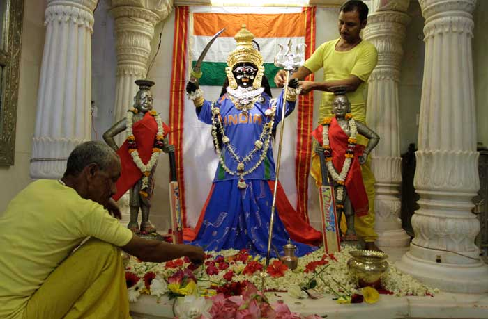 Taking religion to another step, Goddess Bhadrakali is wearing Indian team's jersey!!