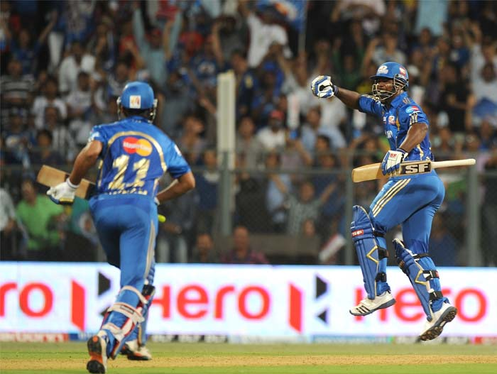 But it was the burly West Indian Dwyane Smith, who had replaced Perera for the Mumbai Indians, who stole the show on the night. A 6,4 and 4 off the last three deliveries saw Mumbai snatch victory from the jaws of a certain defeat. (AFP PHOTO/Punit PARANJPE)
