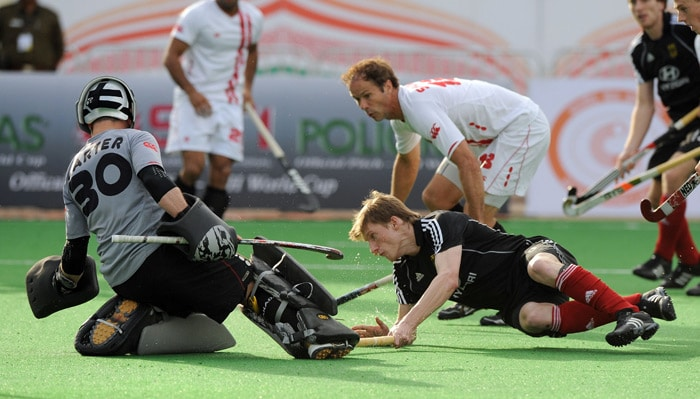 German hockey player Philip Witte makes an unsuccessful attempt goal as Canadian hockey player Rob Short and goalkeeper David Carter (L) looks on during their World Cup 2010 match at the Major Dhyan Chand Stadium in New Delhi. (AFP Photo)