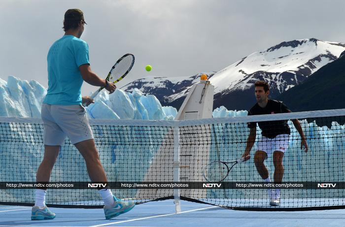 The two players took on each other on a boat that moved slowly on an ice river.
