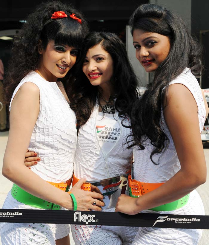 These were not the official race grid girls but are the Force India team models. No one was found complaining though.