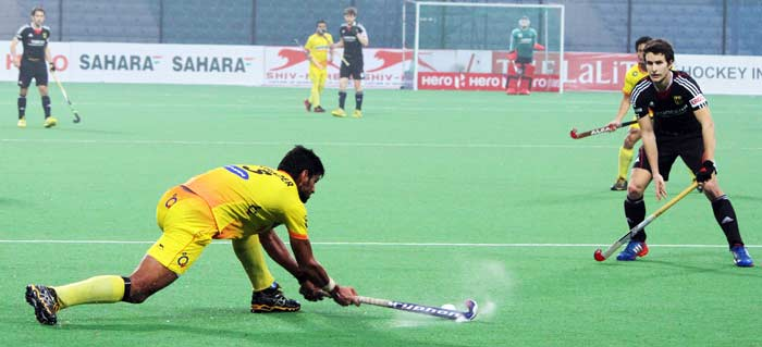 Just when it looked like the match was heading towards penalties, India won a penalty corner in the final minute of regulation time. Rupinder Singh converted his shot to give India their first win of the tournament.