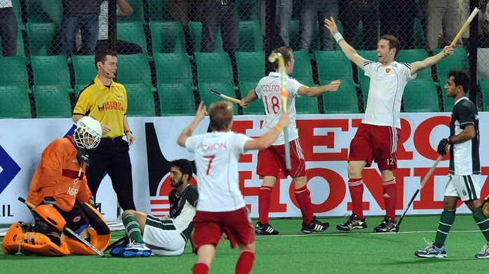 European champions England virtually assured themselves a place in the semifinal of the hockey World Cup after thumping Pakistan 5-2 to continue their unbeaten run in the tournament.<br><br>Captain Barry Middleton (52nd, 65th) led from the front with two goals while James Tindall (20th), Ashley Jackson (32nd) and Jonty Clarke (62nd) scored a goal each to complete Pakistan's misery in the high-voltage Pool B match.<br><br>Pakistan reduced margin through Shakeel Abbasi (45th) and Rehan Butt (49th). (AFP Photo)