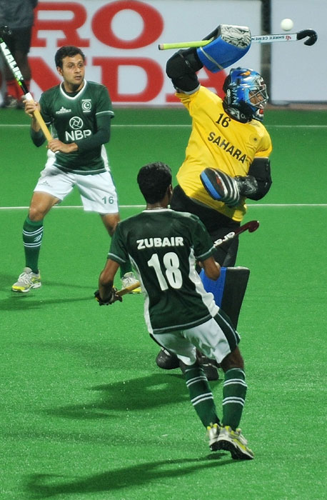 Indian hockey goalkeeper Sreejesh Raveendran (#16, R) tries to stop an attempt at goal as Pakistani hockey players Rehan Butt (#16, L) and Mohammad Zubair(#18, R) look on during their World Cup 2010 matchat the Major Dhyan Chand Stadium in New Delhi on February 28, 2010. India leads 2-0 at half-time. (AFP Photo)