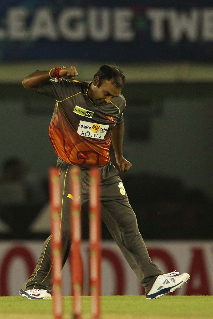 Put into bat, the Faisalabad Wolves were off to a good start, with the openers registering a quick 48-run stand which was ultimately broken by Amit Mishra, who was introduced in the 7th over. Mishra ultimately fetched figures of 1 for 13 in four overs, that later helped him earn the man-of-the-match award as well