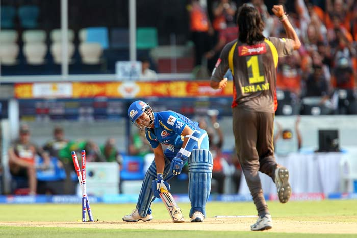 At 31/0 after four overs, Ishant was persisted with by Hyderabad skipper Kumar Sangakkara and it immediately paid double dividend. First to depart was Sachin (14 off 12 balls), when a Sharma delivery stayed a tad low. <br> A ball later, Dinesh Karthik, who had come in to join Smith at the crease, too joined Sachin in the pavilion. He played a loose shot and the point fielder - Karan Sharma - grasped a simple opportunity off the same bowler.(BCCI Image)