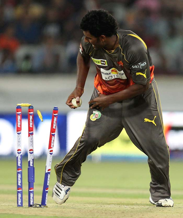 Sunrisers then removed the dangerous looking Chawla courtesy a run-out as the left-hander, trying a pull shot from way behind the crease, was left stranded. His innings of 23 from 15 balls though, provided crucial momentum. (BCCI Image)