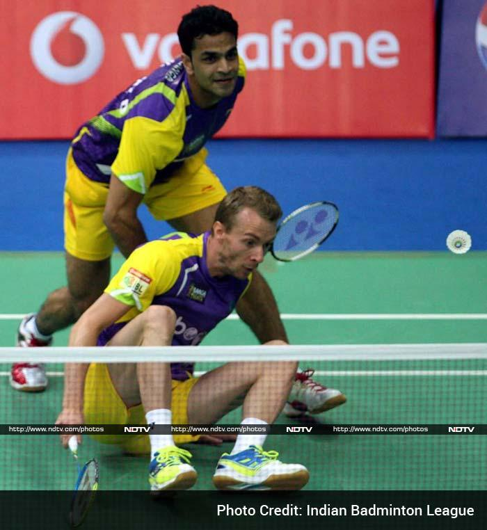 Trailing 0-2, Bangalore's Carsten Mogensen and Akshay Dewalkar then took the court but lost 18-21 18-21 against the experienced pair of Joachim Fischer Nielsen and Kiong Tan Wee which allowed the Pistons to take an unassailable 3-0 lead. (In image: Morgensen and Akshay of Bangalore)