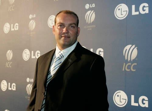 South Africa's Jacques Kallis arrives on the red carpet for the LG ICC Awards 2008 ceremony in Dubai.