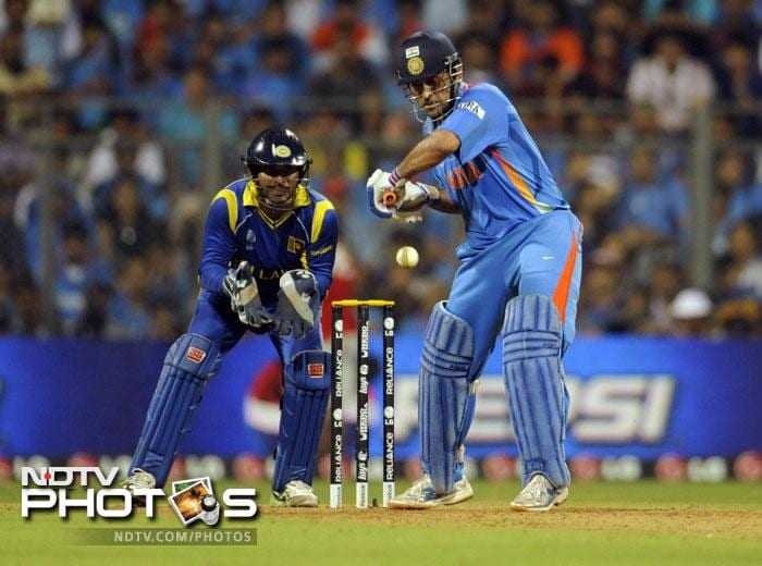 <b>Mahendra Singh Dhoni (India):</b> Chosen as skipper he is also burdened by the responsibilty of wicket-keeping. With 14 wins out of 25 matches in the past year Dhoni has averaged 78.09 with 859 runs making him a leader by example in this team of stars.