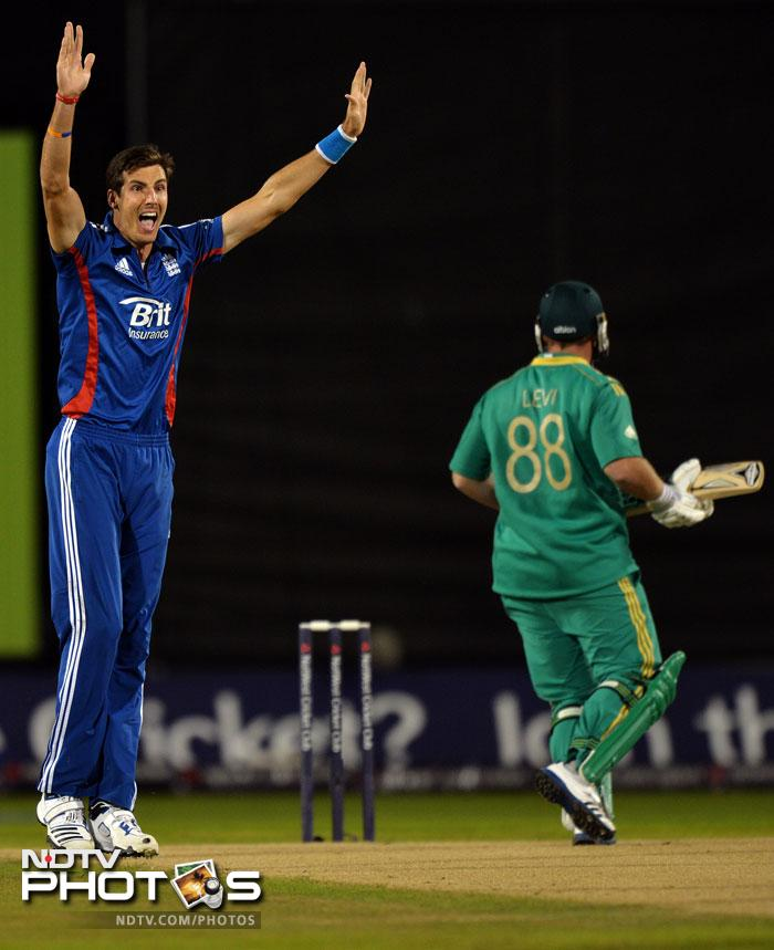 <b>Steven Finn (England):</b> The tall paceman from England has had a good outing recently as his wicket taking appetite has proved dividends for his team. The ideal bowling partner to Morne Morkel as his 35 wickets from 18 games at 20.94 suggest.
