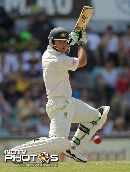 Ricky Ponting plays a cut shot to the boundary for four runs to bring up his 50 runs on Day 2 of the second Test against India at the Sydney Ground. (AFP Photo)