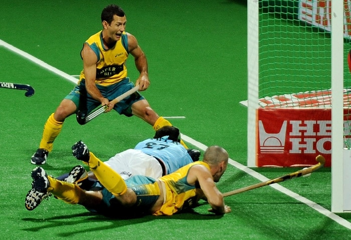 Australian hockey player Glenn Turner scores a goal past Indian hockey player Vikram Pillay during their World Cup 2010 match at the Major Dhyan Chand Stadium in New Delhi. (AFP Photo)