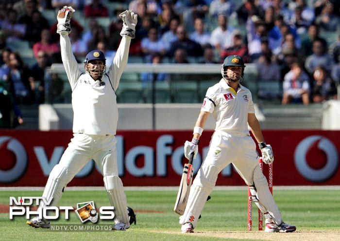 MS Dhoni appeals successfully for a caught behind decision for Ed Cowan on the first day of the first Test match between Australia and India at the Melbourne Cricket Ground in Melbourne. (AFP Photo)