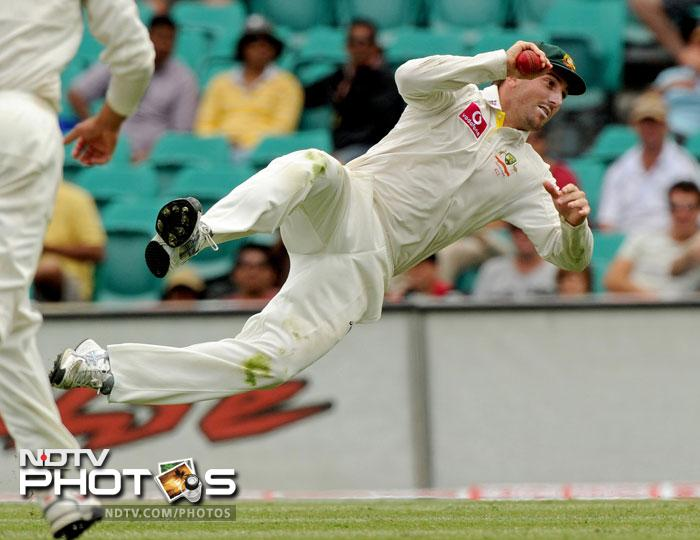 Shaun Marsh takes a catch to dismiss Zaheer Khan on day four of the second Test at the Sydney Ground. (AFP Photo)