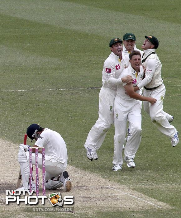 Peter Siddle, Shaun Marsh, James Pattinson and David Warner celebrate as Virat Kohli reacts after he was caught LBW on the fourth day of the second Test match at the Sydney Ground in Sydney. (AP Photo)
