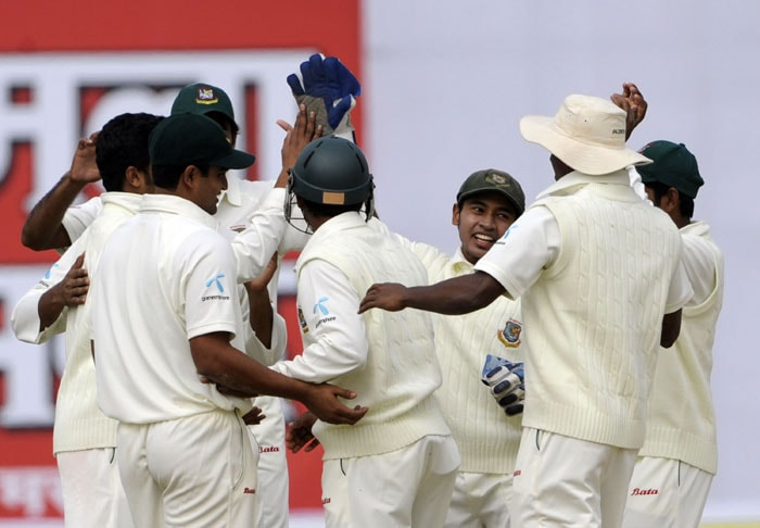 Bangladeshi cricketers celebrate the dismissal of Virender Sehwag during the first day of the first Test match between Bangladesh and India at Zohur Ahmed Chowdhury Stadium in Chittagong. (AFP Photo)