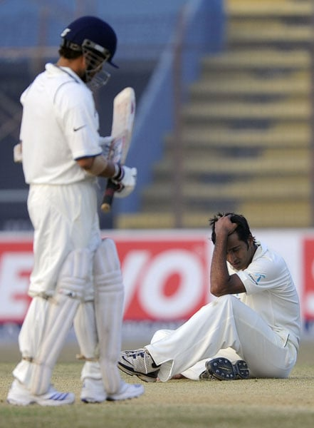 Shahadat Hossain reacts after missing a catch from Sachin Tendulkar during the first day of the first Test match between Bangladesh and India at Zohur Ahmed Chowdhury Stadium in Chittagong. (AFP Photo)