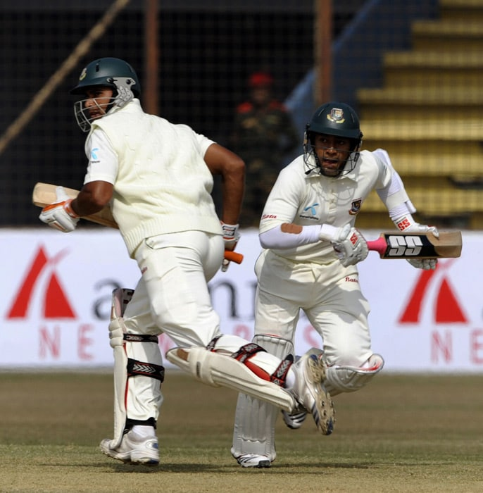 Mahmudullah Riyad and teammate Mushfiqur Rahim run between wickets during the third day of the first Test match between Bangladesh and India at Zohur Ahmed Chowdhury Stadium in Chittagong. (AFP Photo)