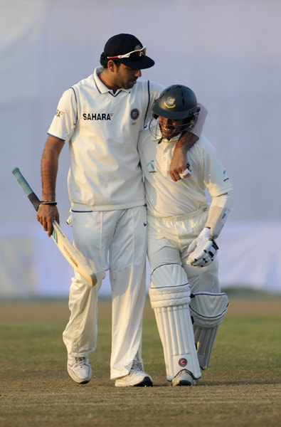 Mohammad Ashraful and Yuvraj Singh share a light moment after the fourth day of the first Test match between Bangladesh and India at Zohur Ahmed Chowdhury Stadium in Chittagong. (AFP Photo)