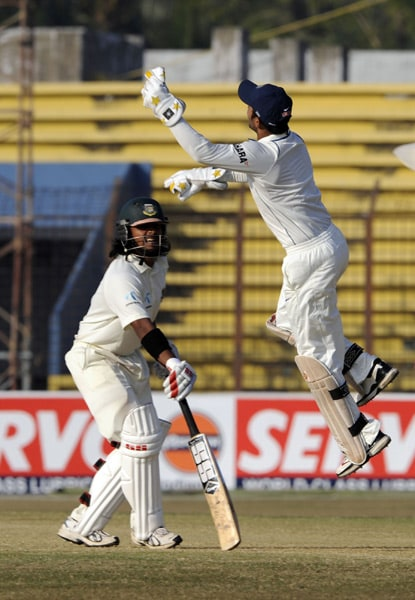 Dinesh Karthik tries to catch a ball as the Shahriar Nafees looks on during the fourth day of the first Test match between Bangladesh and India at Zohur Ahmed Chowdhury Stadium in Chittagong. (AFP Photo)