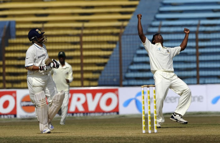 Rubel Hossain reacts after the dismissal of Sachin Tendulkar during the fourth day of the first Test match between Bangladesh and India at Zohur Ahmed Chowdhury Stadium in Chittagong. (AFP Photo)