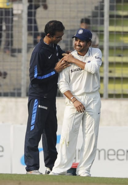 Indian team physiotherapist Nitin Patel assists Sachin Tendulkar during the third day of the second Test series between Bangladesh and India at The Sher-e Bangla National Stadium in Dhaka. (AFP Photo)