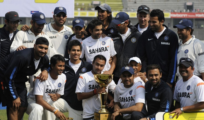 Indian team pose with the Test series trophy at the end of the second Test match between Bangladesh and India at The Sher-e Bangla National Stadium in Dhaka on January 27, 2010. (AFP Photo)