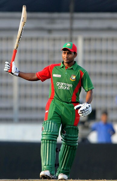 Imrul Kayes acknowledges the crowd after scoring a half-century during the third ODI of the tri-series against India in Dhaka. (AFP Photo)