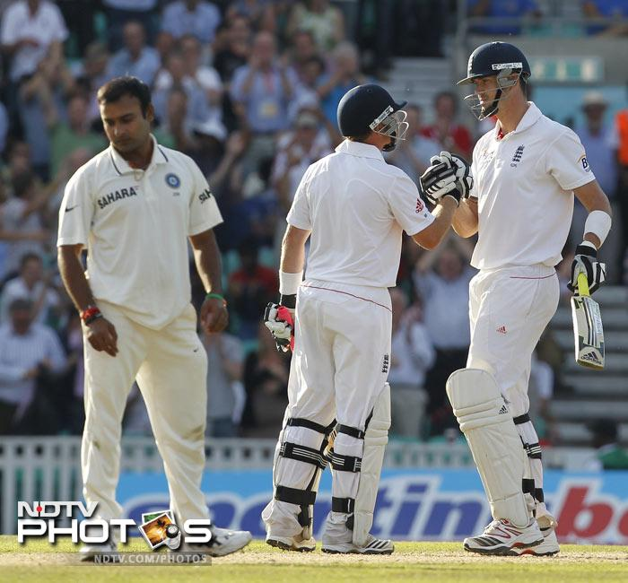 Kevin Pietersen is congratulated by Ian Bell after reaching 150 runs during Day 2 of the fourth Test match between England and India at The Oval Cricket Ground in London. (AFP Photo)