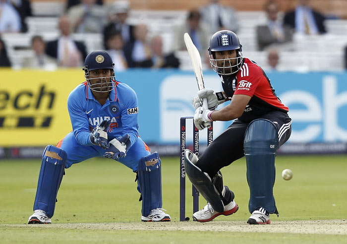 Ravi Bopara plays a shot watched by MS Dhoni during the fourth ODI between England and India at Lord's in London. (AFP Photo)