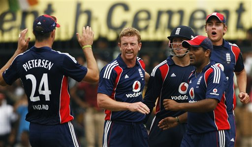 Paul Collingwood, second left, is congratulated by captain Kevin Pietersen, Matt Prior, Samit Patel and Stuart Broad, from left, after he dismissed Indian captain Mahendra Dhoni during their second one-day international match in Indore on Monday, November 17, 2008. (AP Photo)