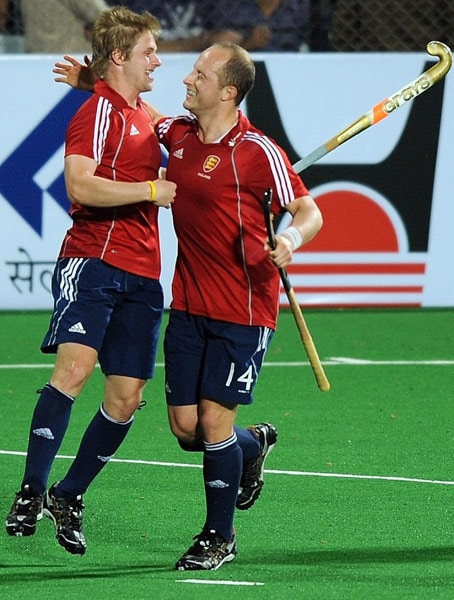 English hockey player Ashley Jackson (L) celebrates with teammate Ben Hawes after scoring a goal against India during their World Cup 2010 match at the Major Dhyan Chand Stadium in New Delhi. (AFP Photo)