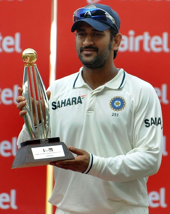 Indian captain Mahendra Singh Dhoni poses with the trophy after India won the third and final Test against New Zealand at the Vidarbha Cricket Association Stadium in Nagpur. India beat New Zealand by an innings and 198 runs on the fourth day of the third and final Test, to win the series 1-0. (AFP Photo)
