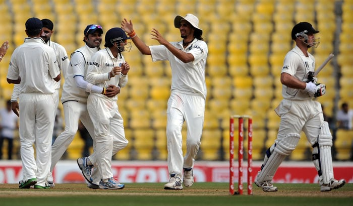 Gautam Gambhir celebrates with S Sreesanth, Ishant Sharma after catching a ball from Gareth Hopkins on the fourth day of the third and final Test at the Vidarbha Cricket Association Stadium in Nagpur. (AFP Photo)