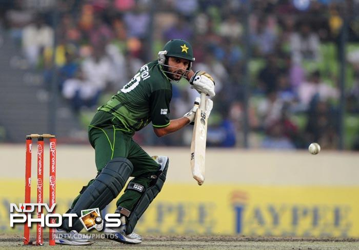 Shahid Afridi plays a shot during the 5th ODI of the Asia Cup between India and Pakistan at the Sher-e-Bangla National Cricket Stadium in Dhaka. (AFP Photo)