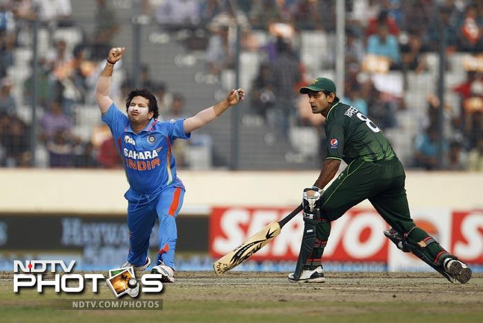 Sachin Tendulkar reacts after getting hurt in an attempt to catch the ball as Mohammad Hafeez runs to make it to the crease during the 5th ODI of the Asia Cup between India and Pakistan at the Sher-e-Bangla National Cricket Stadium in Dhaka. (AP Photo)