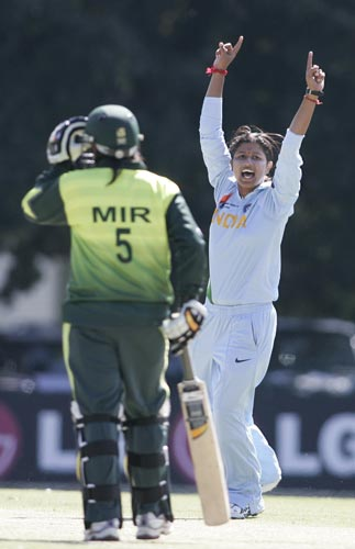 Player of the Match Rumeli Dhar appeals during India's match with Pakistan at the ICC Women's World Cup. (ICC)