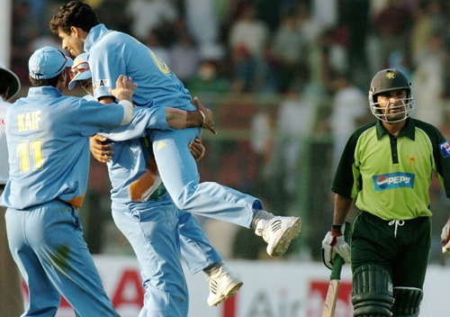 After sharing some sweet, sour and bitter relations with their neighbours, India toured Pakistan after 14 years in 2004. It was more of a strategic move by the governments from the two countries ahead of the General Elections.<br><br>India were to play five ODIs and three Tests, and it was called as the Friendship Series. And what a start it had! The first one-dayer in Karachi had some typical India-Pakistan moments, they, however, were sans heated verbal exchanges.<br><br>Put in to bat first, India made a mammoth 349 runs with the help of Sehwag's 79 and Rahul Dravid's 99. Dravid missed his century when Shoaib Akhtar rattled his stumps. India, however, looked well in command.<br><br>Chasing the total, Pakistan got jolts early on. Mohammad Yousuf and Inzamam-ul Haq consolidated the innings. Inzy slammed 122 runs and took his side closer to the target. Younus Khan charged down in the order.<br><br>However, nobody knew the drama that was about to unfold. After a terrific run-chase, Pakistan were on the threshold of victory. They needed six off the last ball and interestingly the man who had done it before at Sharjah in 1986 was the coach of the side. Moin Khan faced the last ball from Ashish Nehra. He lost the grip, failed to time it properly and was caught by Zaheer Khan at mid-off.