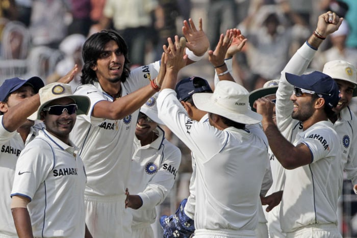 To add to India's woes, Zaheer pulled up a leg muscle and had to leave the field. Left with just three mainline bowers, India had to some task at hand on the final day. Ishant Sharma's recent form didn't look motivating either. (AFP Photo)