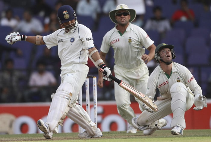 India's Sachin Tendulkar plays a shot as South Africa's Jacques Kallis and AB de Villiers react to take the catch during the third day of their first Test match in Nagpur. (AP Photo)