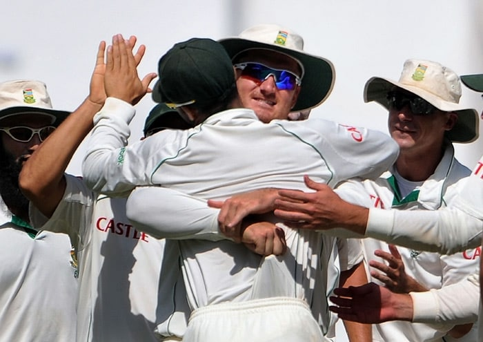 Graeme Smith hugs JP Duminy as he catch outs Virender Sehwag on the third day of the first Test match between India and South Africa in Nagpur. (AFP Photo)