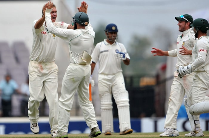 Paul Harris celebrates with teammates after the dismissal of Sachin Tendulkar on the fourth day of the first Test match between India and South Africa in Nagpur. (AFP Photo)
