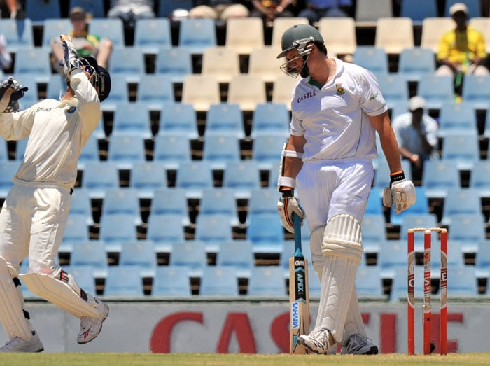 Mahendra Singh Dhoni celebrates the dismissal of Graeme Smith during the second day of the first Test between South Africa and India at the SuperSport Park in Centurion. (AFP Photo)