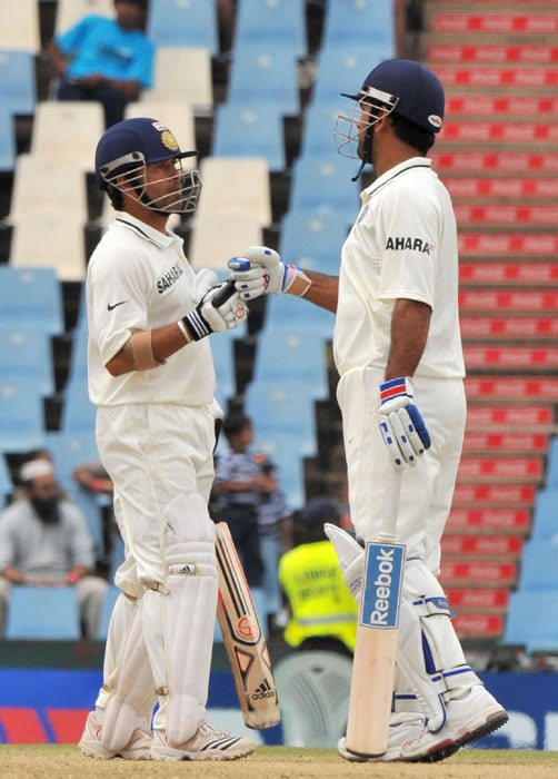 Indian captain Mahendra Singh Dhoni and Sachin Tendulkar talk to each other during their 172-run stand on the fourth day of the first Test at SuperSport Park in Centurion. (AFP Photo)