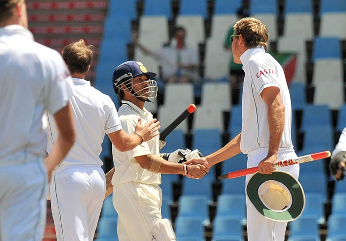 Indian batsman Sachin Tendulkar congratulates South African cricketer Paul Harris at the end of the fifth day of the first Test at SuperSport Park in Centurion. South Africa beat India by an innings and 25 runs in the first Test to take a 1-0 lead in the three-match series. (AFP Photo)