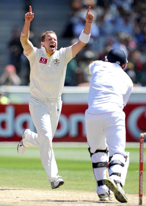 Australian bowler Peter Siddle celebrates the dismissal of England batsman Tim Bresnan on the third day of the fourth Ashes cricket Test match in Melbourne. (AFP Photo)