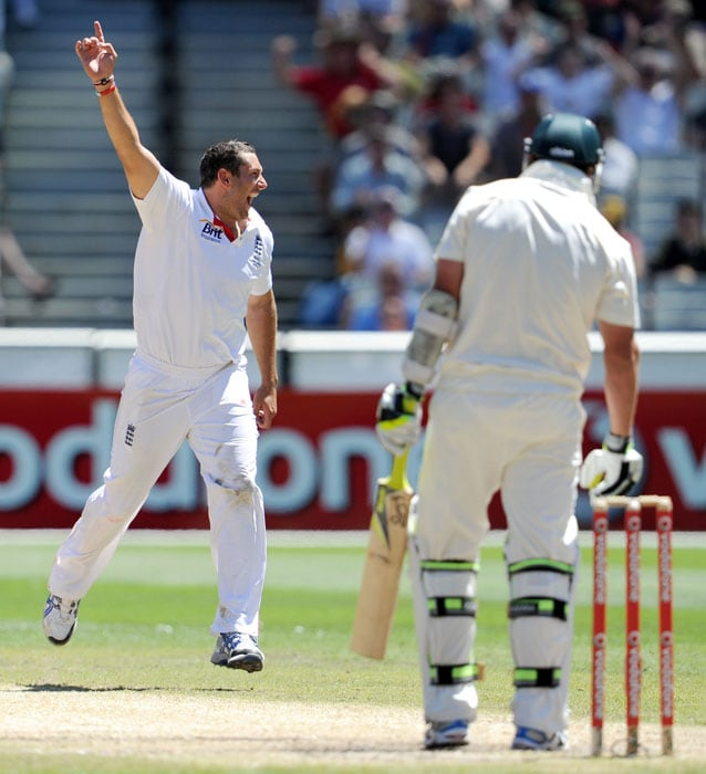 England paceman Tim Bresnan celebrates after taking the final Australian wicket of Ben Hilfenhaus on the fourth day of the fourth Ashes Test match in Melbourne. (AFP Photo)